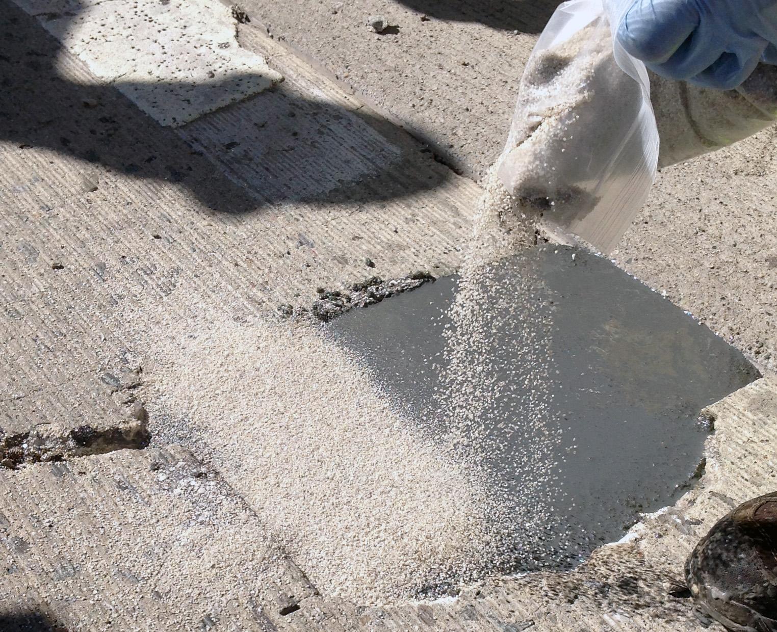 Aquaphalt 3. 5 gal. Permanent asphalt repair patch black-211728.