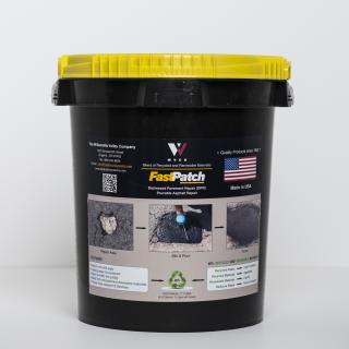 FASTPATCH DPR Pourable Asphalt Repair 5-Gal Kit 1